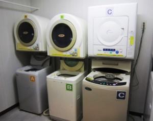 男子寮の無料洗濯機と乾燥機