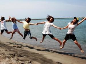 関屋 浜辺でジャンプ メイン