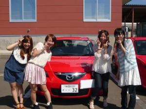能代 教習車の前で記念写真