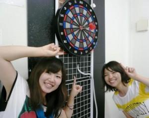 マツキドライビングスクール長井校。校内にあるダーツルームで遊べます