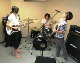 マツキドライビングスクール長井校の近くには音楽スタジオがあります