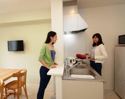 室内  共有のダイニングキッチン