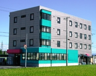 白根中央自動車学校の専用宿舎 ル・カルフールの外観です。