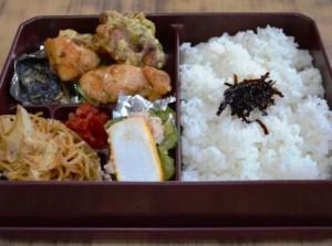 手作りの夕食(お弁当形式)