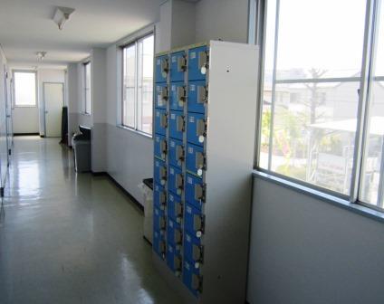 新豊徳寮 廊下にロッカー