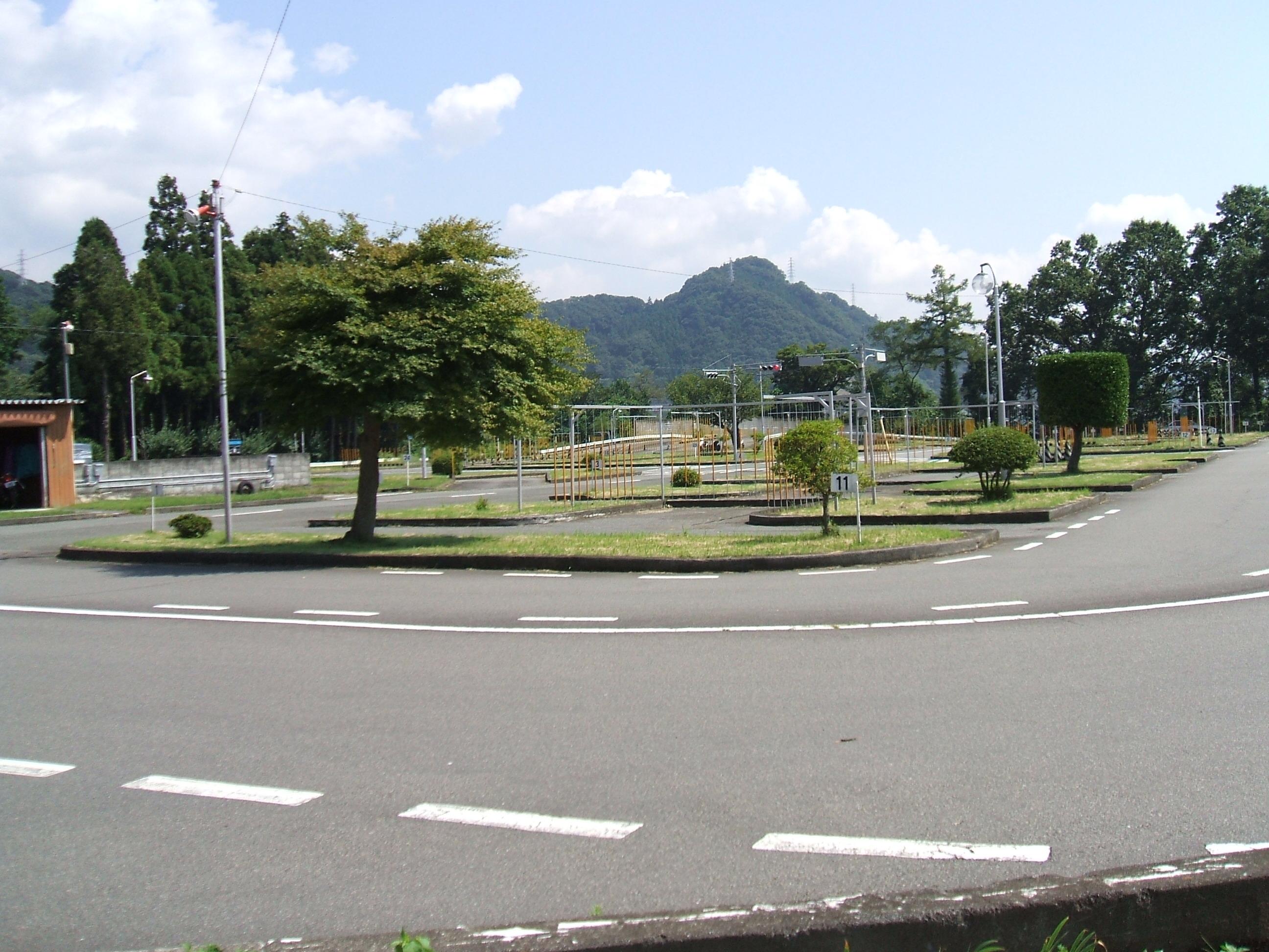 上野原自動車興趣所 合宿免許 関東 近い